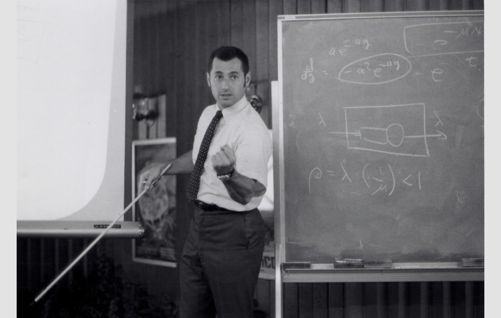 Professor Kleinrock teaching a computer science class in 1970